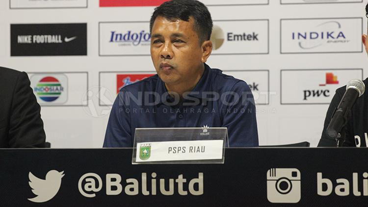 Pelatih PSPS Riau, Jafri Sastra. Copyright: Rudi Merta/INDOSPORT