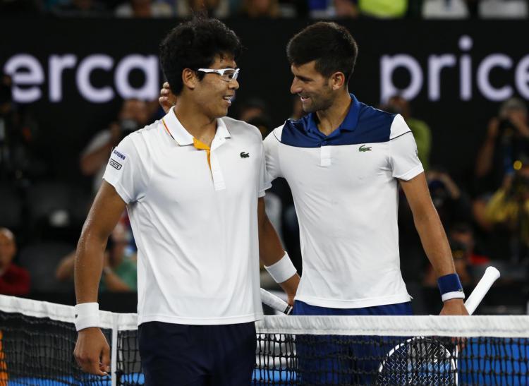 Chung bersama dengan Djokovic pascapertandingan 16 besar Australia Open Copyright: reuters