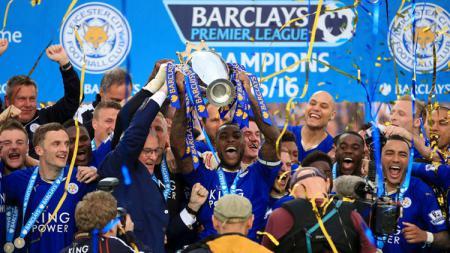 Leicester City saat sukses jadi juara Liga Inggris 2015-2016 di bawah asuhan Claudio Ranieri. - INDOSPORT