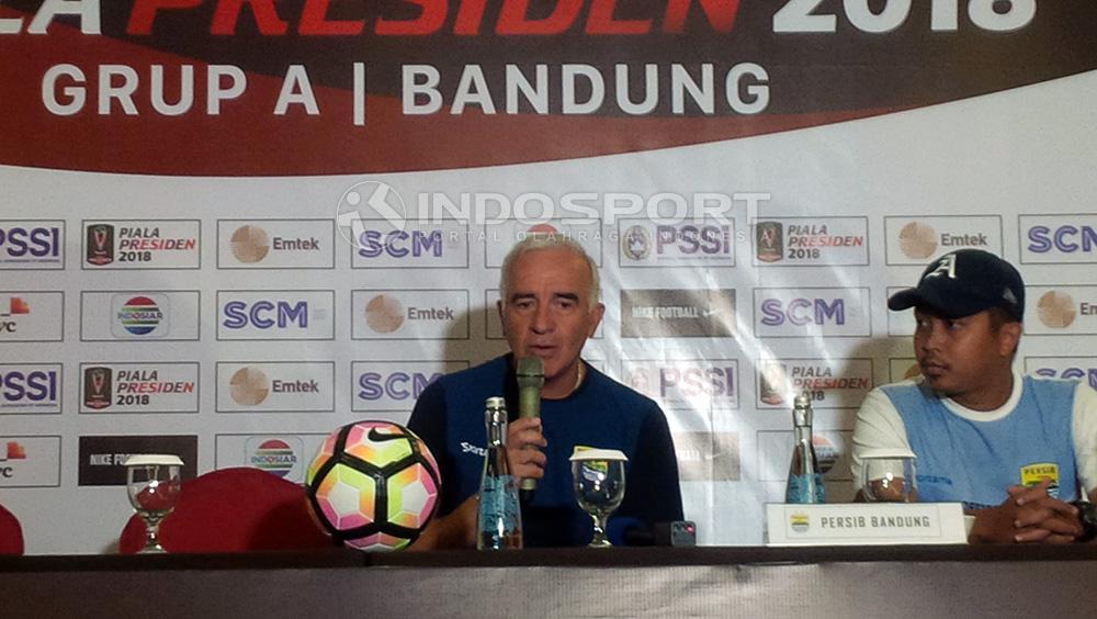 Pelatih Persib Bandung, Roberto Carlos Mario Gomez. Copyright: Arif Rahman/Indosport.com