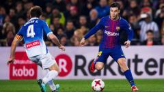 Indosport - Philippe Coutinho sedang menggiring bola saat menjalani debut perdana di Barcelona.