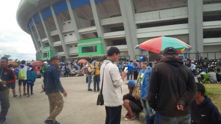 Bobotoh Mulai Berdatangan ke Stadion GBLA. - INDOSPORT