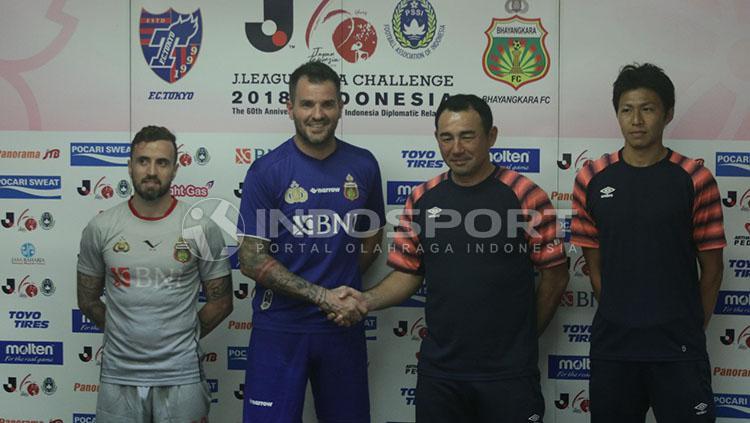 Konferensi pers jelang laga Bhayangkara FC vs FC Tokyo Copyright: Zainal Hasan/INDOSPORT
