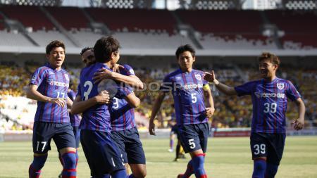 Detik-detik pemain J-League kehilangan gigi karena benturan saat berduel bola atas. - INDOSPORT