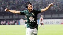 Indosport - Striker baru Persebaya Surabaya, Rishadi Fauzi.