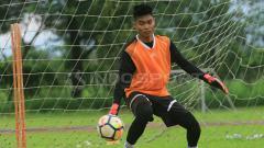 Indosport - Kurniawan Kartika Aji saat latihan bersama Arema FC.