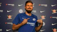Indosport - Olivier Giroud resmi berseragam Chelsea.