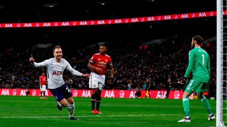 Christian Errikson saat membobol gawang Man United. - INDOSPORT