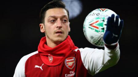 Mesut Ozil memberi kabar terkini usai hampir jadi korban insiden percobaan kriminal bersama rekannya, Sead Kolasinac. - INDOSPORT