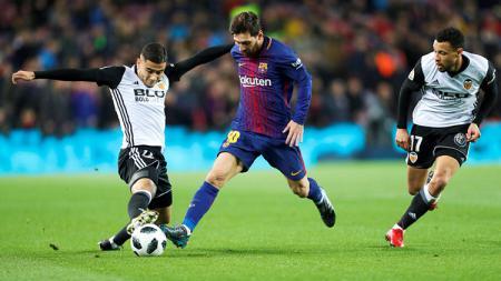 Lionel Messi saat tampil melawan Valencia di semifinal Copa del Rey 2017/18. - INDOSPORT
