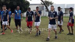 Indosport - Suasana latihan pemain Barito Putera di Malang.