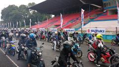 Indosport - Ribuan pengguna dan pecinta motor Suzuki tumpah ruah larut dalam kegembiraan, untuk memeriahkan acara Suzuki Bike Meet Jamboree Nasional 2018.