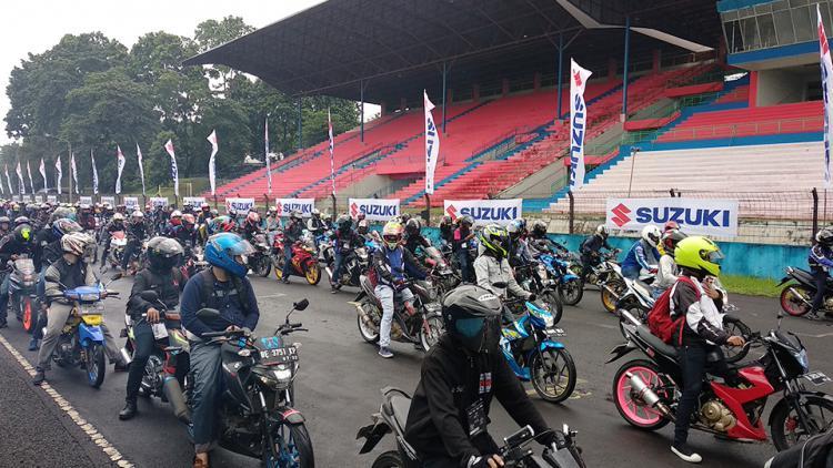 Ribuan pengguna dan pecinta motor Suzuki tumpah ruah larut dalam kegembiraan, untuk memeriahkan acara Suzuki Bike Meet Jamboree Nasional 2018. Copyright: Juni/INDOSPORT