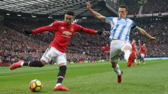 Indosport - Pemain Manchester United Jesse Lingard saat melawan Huddersfield Town.