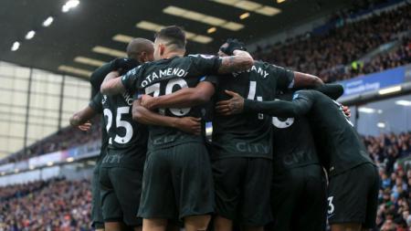 Skuat Manchester City saat merayakan gol ke gawang Burnley. - INDOSPORT
