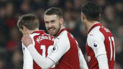 Indosport - Gelandang Arsenal Aaron Ramsey saat merayakan gol ke gawang Everton.