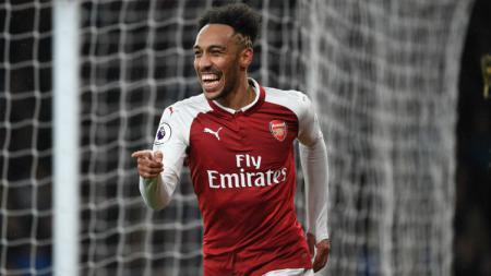 Penyerang Arsenal Pierre-Emerick Aubameyang saat merayakan gol ke gawang Everton. - INDOSPORT