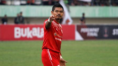 Bambang Pamungkas selebrasi usai cetak gol ke gawang Mitra Kukar. - INDOSPORT