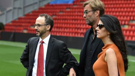Bos Liverpool, Tom Werner, mengindikasikan akan memberi dukungan kepada Jurgen Klopp untuk berbelanja pemain baru di bursa transfer. - INDOSPORT