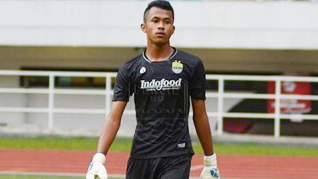 Penjaga gawang Persib Bandung, M. Aqil Savik - INDOSPORT