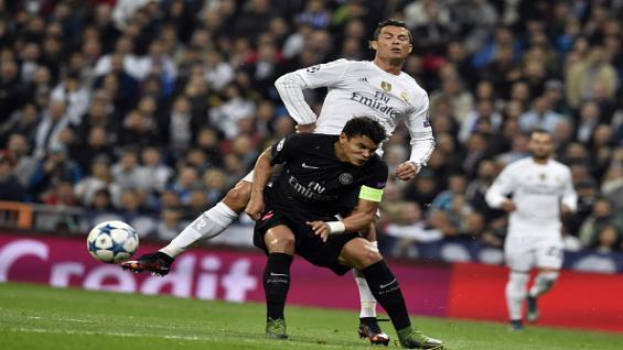 Thiago Silva menghadang Cristiano Ronaldo Copyright: Getty Images
