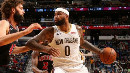 LA Lakers tengah mencari center pengganti De Marcus Cousins. - INDOSPORT
