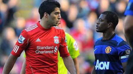 Luis Suarez pernah 'perang dingin' dengan Patrice Evra. - INDOSPORT