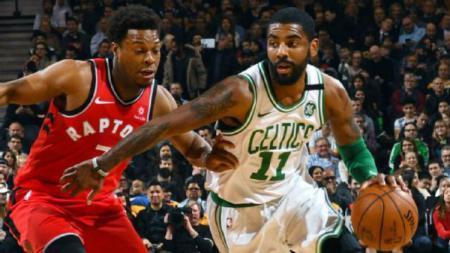 Kyrie Irving (Kanan), pemain bintang Boston Celtics. - INDOSPORT
