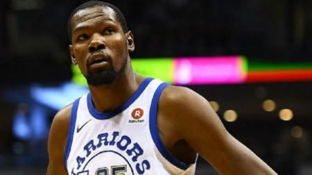 Kevin Durant turut merayakan keberhasilan Golden State Warriors menembus babak final NBA Playoffs 2019 Wilayah Barat. - INDOSPORT