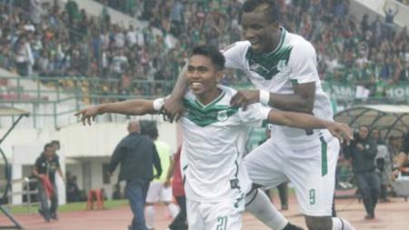 Sebelum gabung ke Persib Bandung, Frets Butuan mengenakan nomor punggung 21 di PSMS dan musim ini ia kembali memilihnya di skuat Maung Bandung. - INDOSPORT