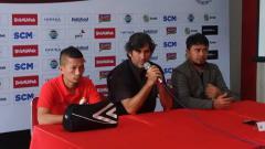 Indosport - Ismed Sofyan dan Stefano Cugurra Teco saat menghadiri pre-match press conference