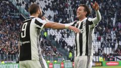 Indosport - Gonzalo Higuain dan Federico Bernardeschi.