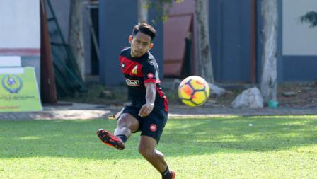 Tendangan perdana Andik Vermansah saat jalani latihan bersama Kedah FA.