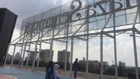 Atap salah satu mall di Jakarta Selatan, jadi lokasi acara Workout Embassy.
