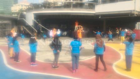 Suasana kegiatan Workout Embassy bersama anak-anak Yayasan SAJA.