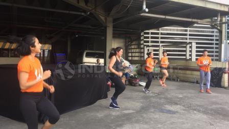 Para instruktur dari Workout Embassy.