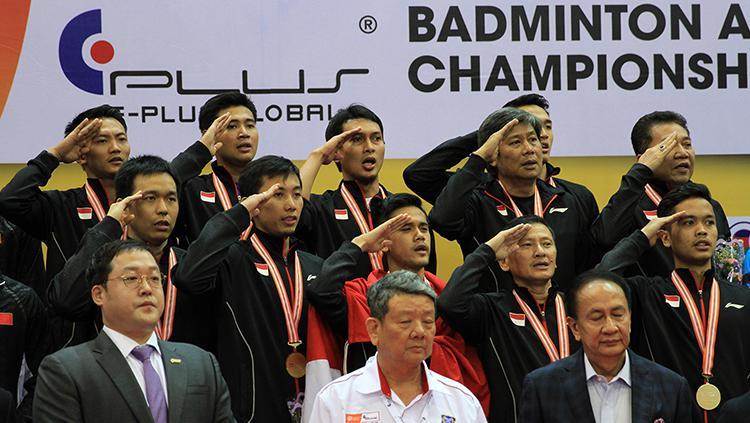 Tim putra Indonesia melakukan hormat saat menyanyikan lagu Indonesia Raya. Copyright: HUMAS PBSI