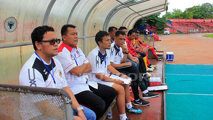 Weliansyah (empat dari kiri) saat mendampingi Syafrianto Rusli pada Piala Walikota tahun lalu. Copyright: Taufik Hidayat/INDOSPORT