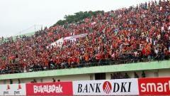 Indosport - Para The Jakmania yang hadi langsung ke Stadion Manahan, Solo.