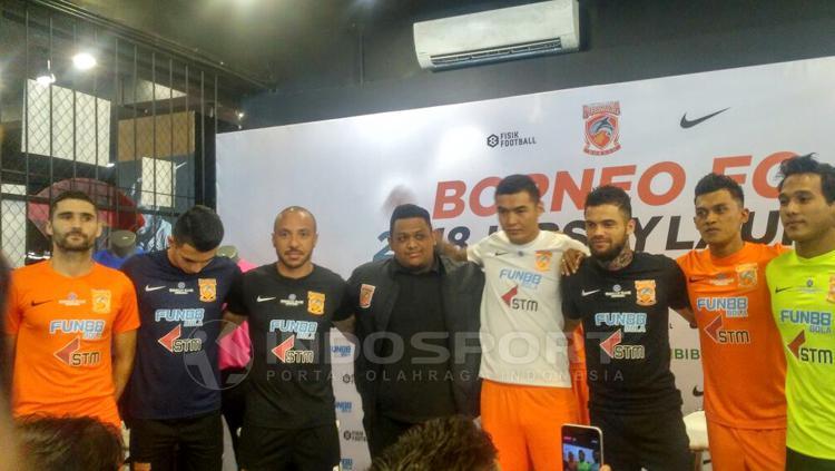 Peluncuran jersey anyar Borneo FC dengan appareal dunia asal Amerika Serikat, Nike. Copyright: Petrus Manus DaYerimon/INDOSPORT