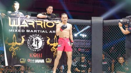 Aktor sekaligus penyanyi, Randy Pangalila tengah mengunggah foto saat dirinya latihan. Hal tersebut apakah merupakan kobe untuk bermain lagi di MMA. - INDOSPORT