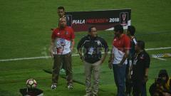 Indosport - Ketua Steering Commitee Piala Presiden 2018 Maruarar Sirait, meninjau pedagang di Jakabaring Sport City (JSC).