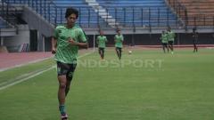 Indosport - Rishadi Fauzi salah satu striker lokal yang dimiliki Persebaya Surabaya.