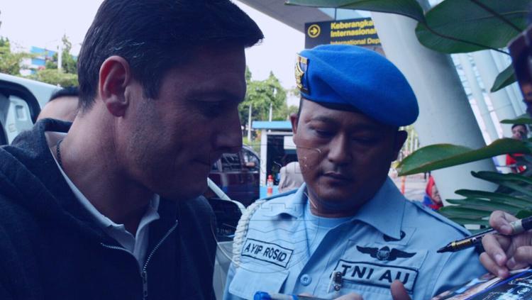 Javier Zanetti tiba di Bandung. Copyright: Persib