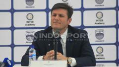 Indosport - Javier Zanetti dalam konferensi pers terkait kedatangannya dalam launching Akademi Persib Bandung.