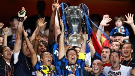 Inter Milan merayakan trofi Liga Champions untuk melengkapi treble di musim 2009/10 - INDOSPORT
