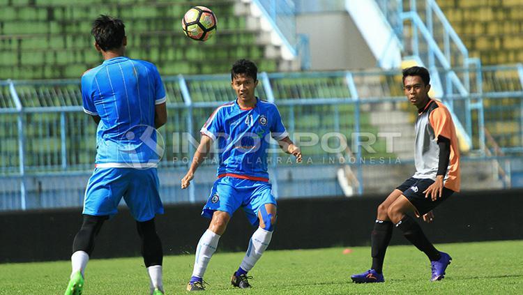 Uji coba Arema FC vs Persekam Metro FC Copyright: INDOSPORT/Ian Setiawan