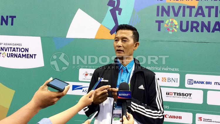 Pelatih tim voli Indonesia 2, Samsul Jais. Copyright: INDOSPORT/Petrus Manus DaYerimon
