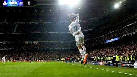 Selebrasi Cristiano Ronaldo usai mencetak gol penalti ke gawang Paris Saint-Germain. - INDOSPORT