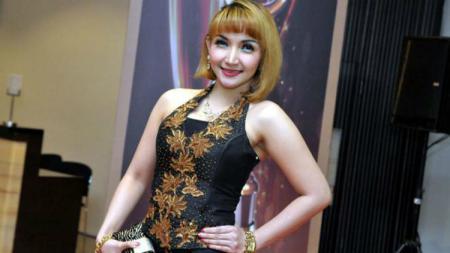 Artis Indonesia, Roro Fitria - INDOSPORT